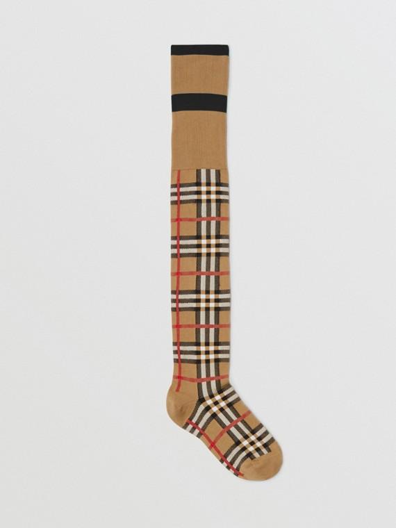 Strümpfe im Jacquard-gestrickten Vintage Check-Muster (Antikgelb)