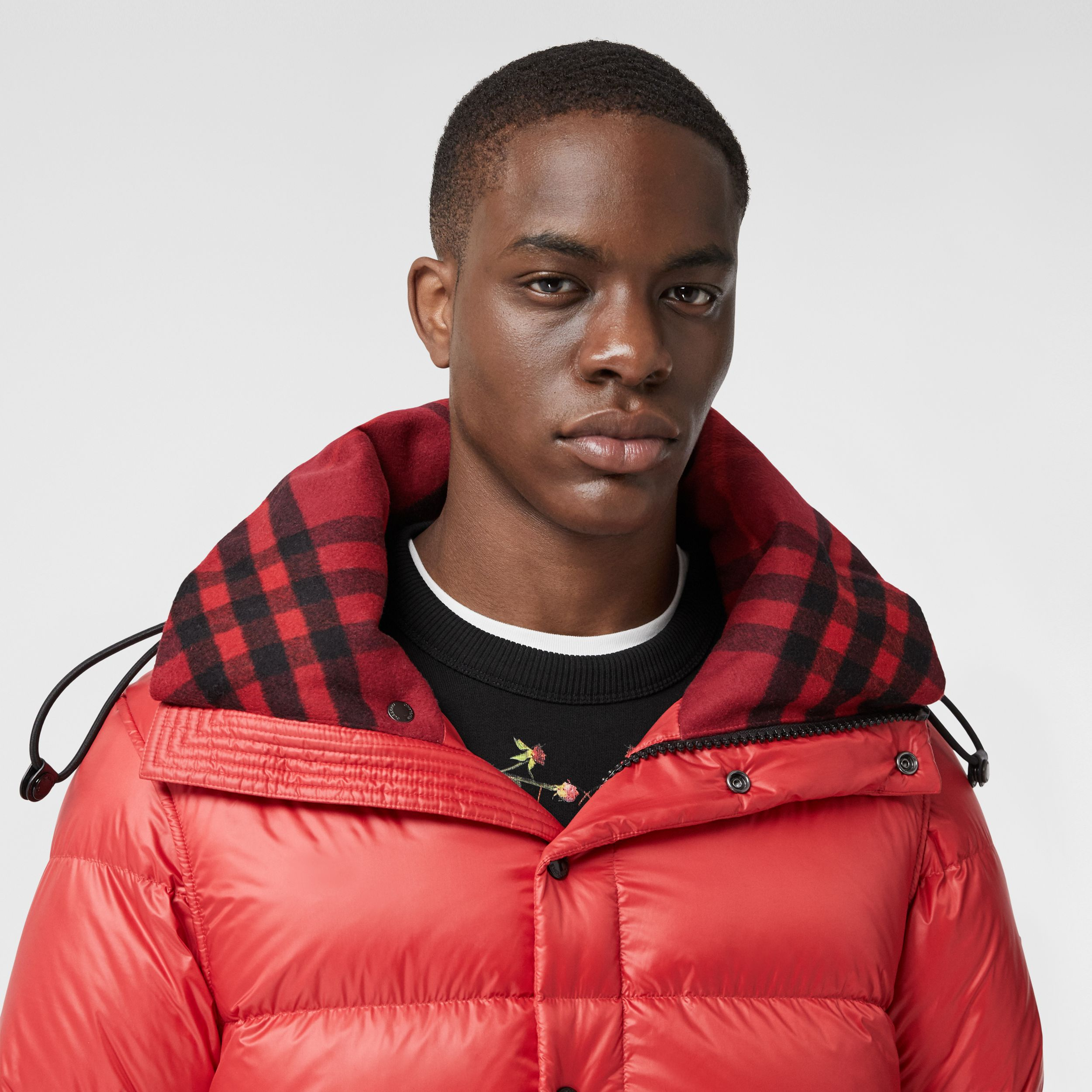 Detachable Sleeve Hooded Puffer Jacket in Bright Red - Men | Burberry Australia - 2