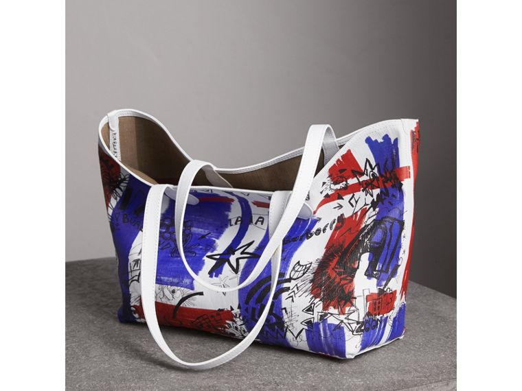 The Medium Reversible Doodle Tote in Classic Check/white | Burberry - cell image 4