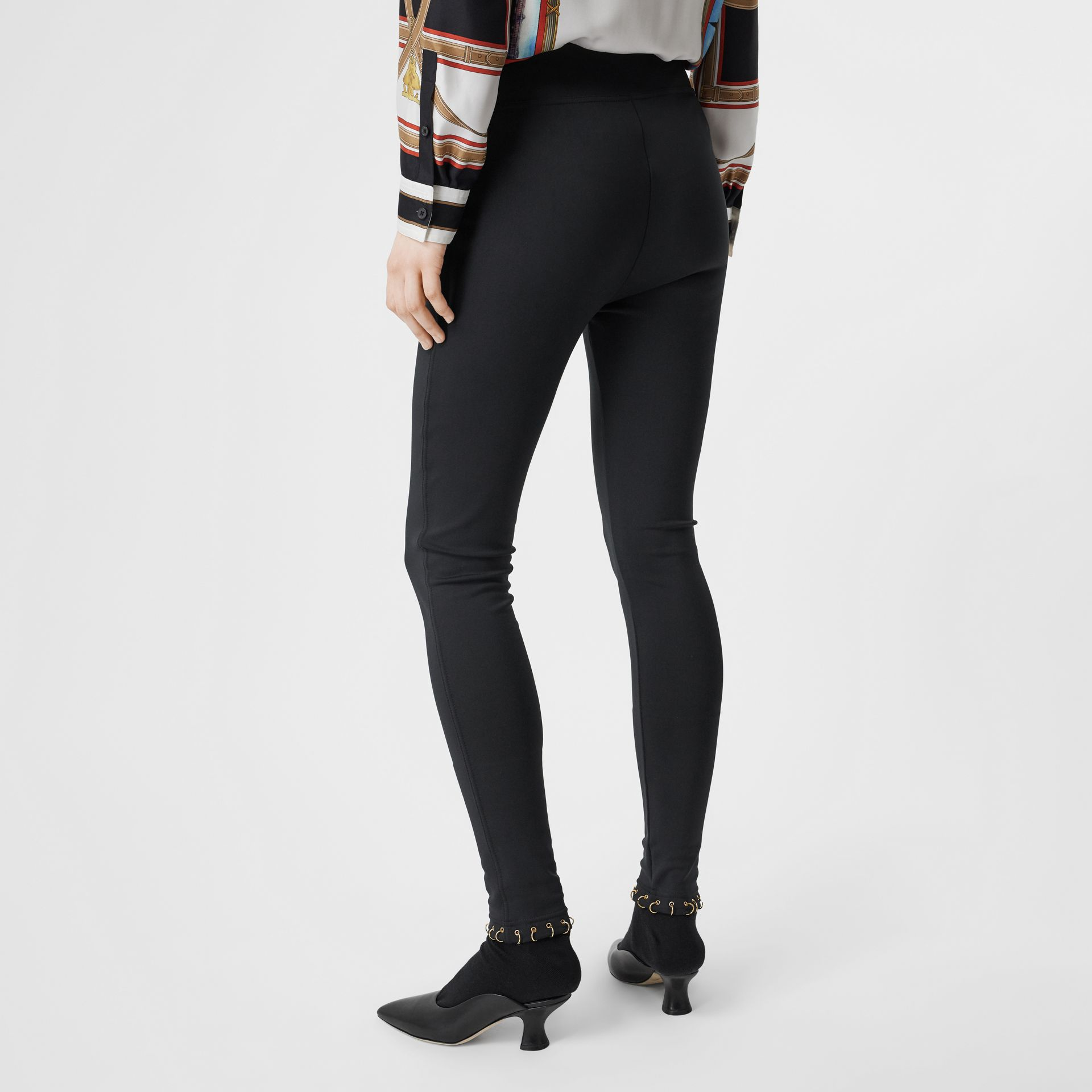 Leggings in jersey stretch con piercing ad anello (Nero) - Donna | Burberry - immagine della galleria 2