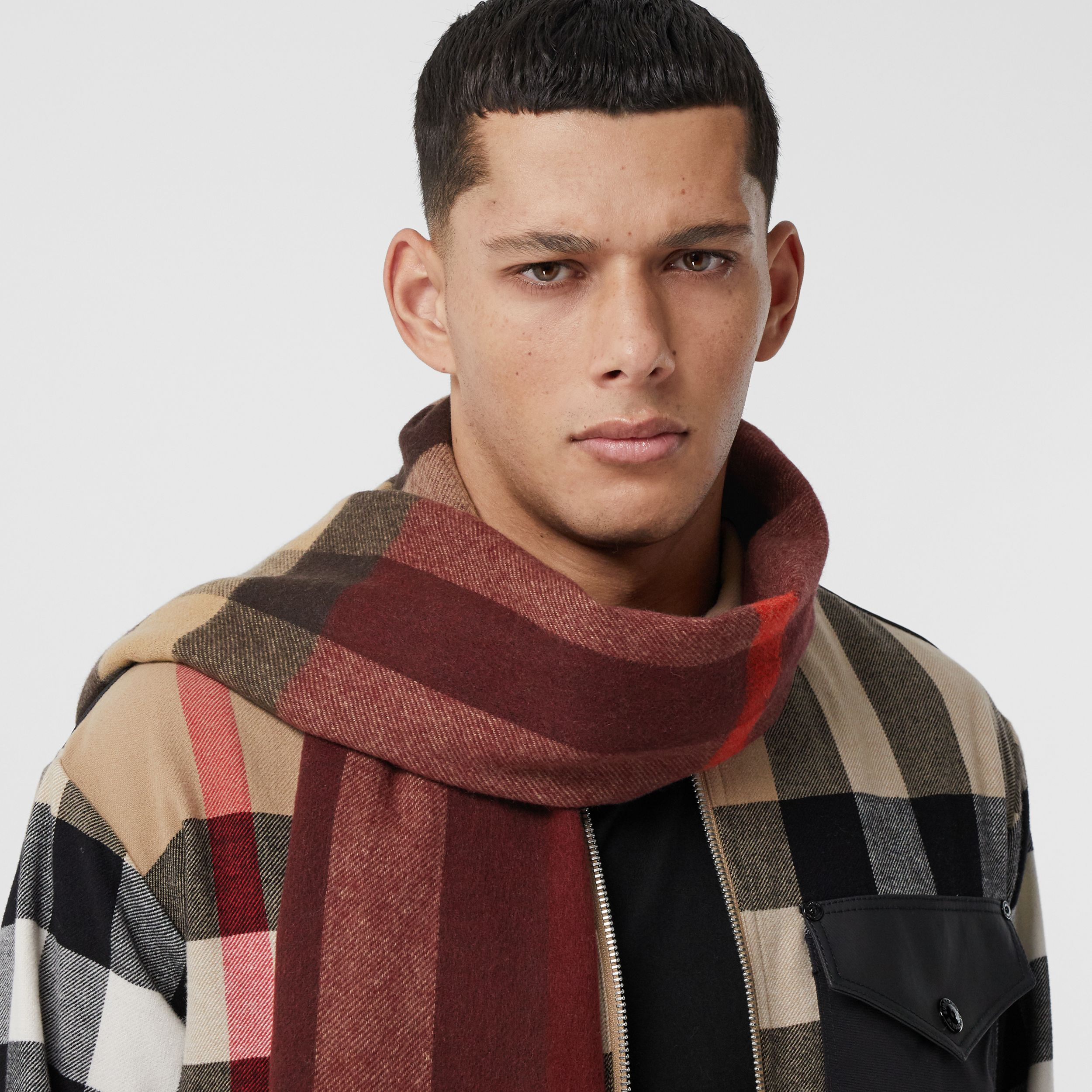 Reversible Check and Monogram Cashmere Scarf in Burgundy | Burberry Singapore - 4