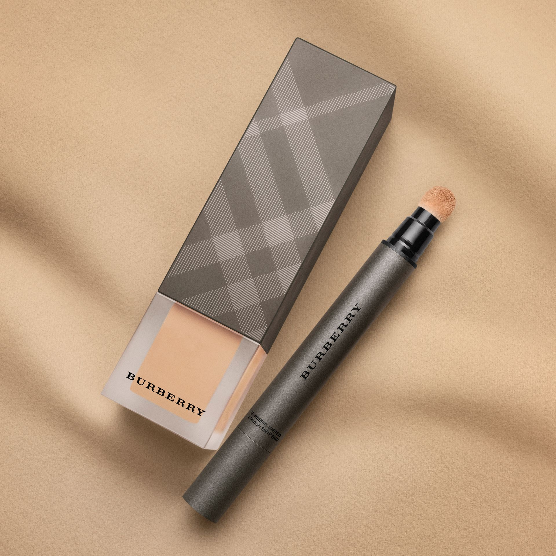 Deep brown 66 Burberry Cashmere Sunscreen SPF 15 – Deep Brown No.66 - gallery image 4