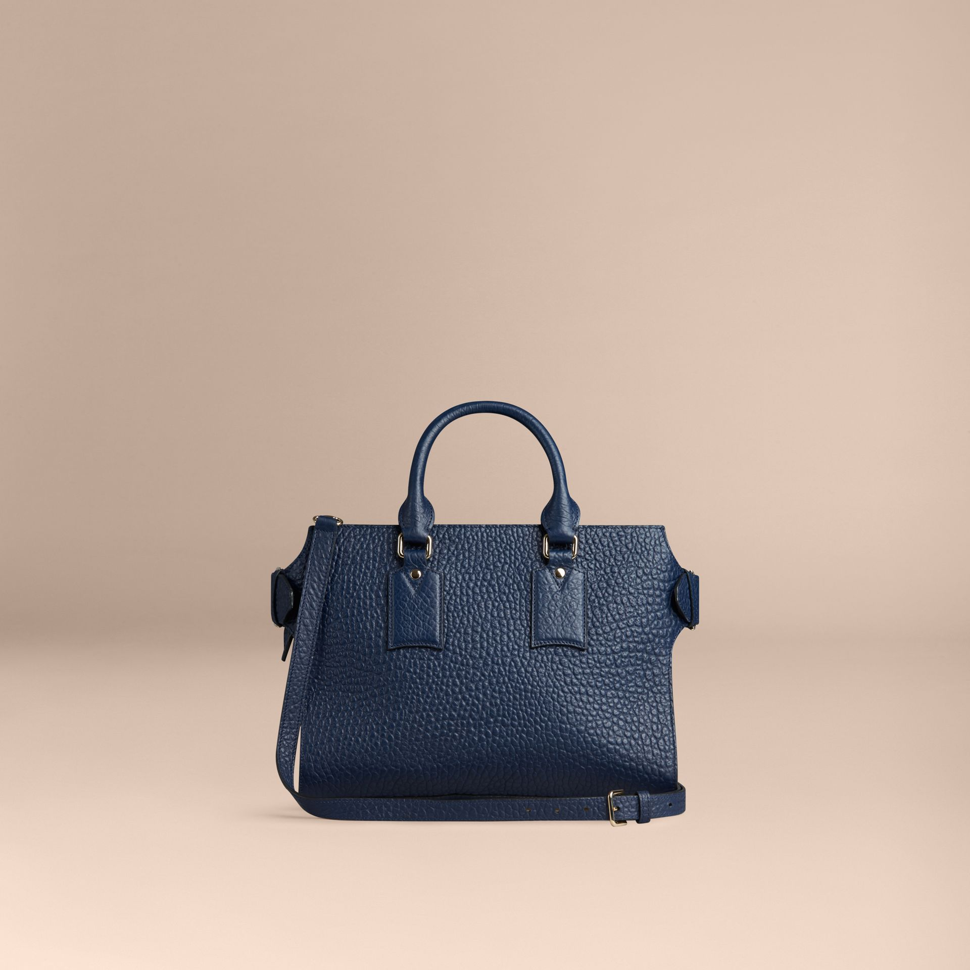 Bleu carbone Sac medium The Clifton en cuir grainé emblématique Bleu Carbone - photo de la galerie 5