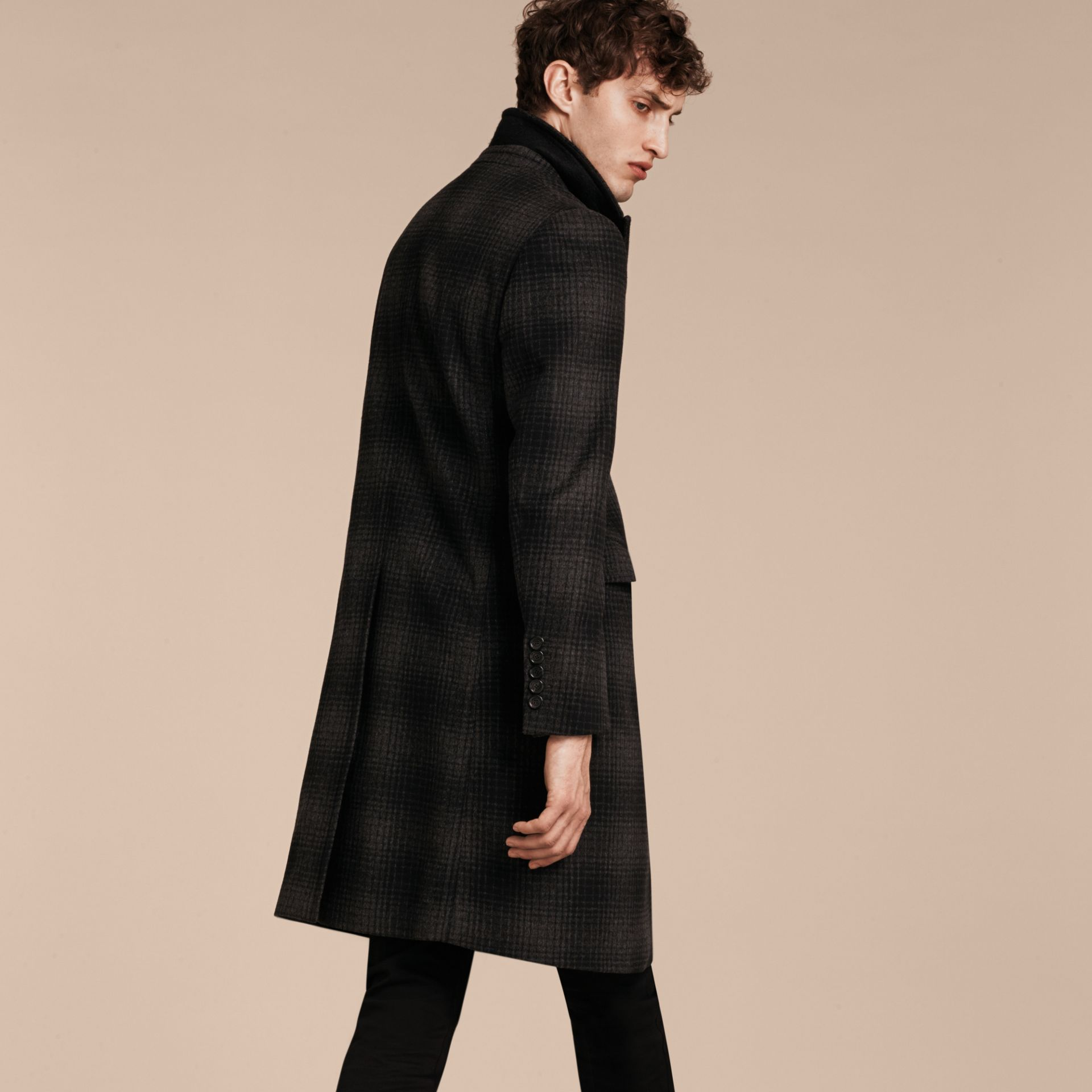 Camaïeu anthracite Manteau ajusté en laine et cachemire à motif check - photo de la galerie 3