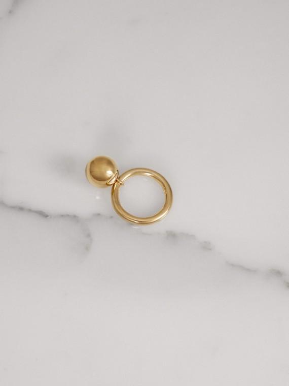 Anello placcato in oro con ciondolo (Chiaro)