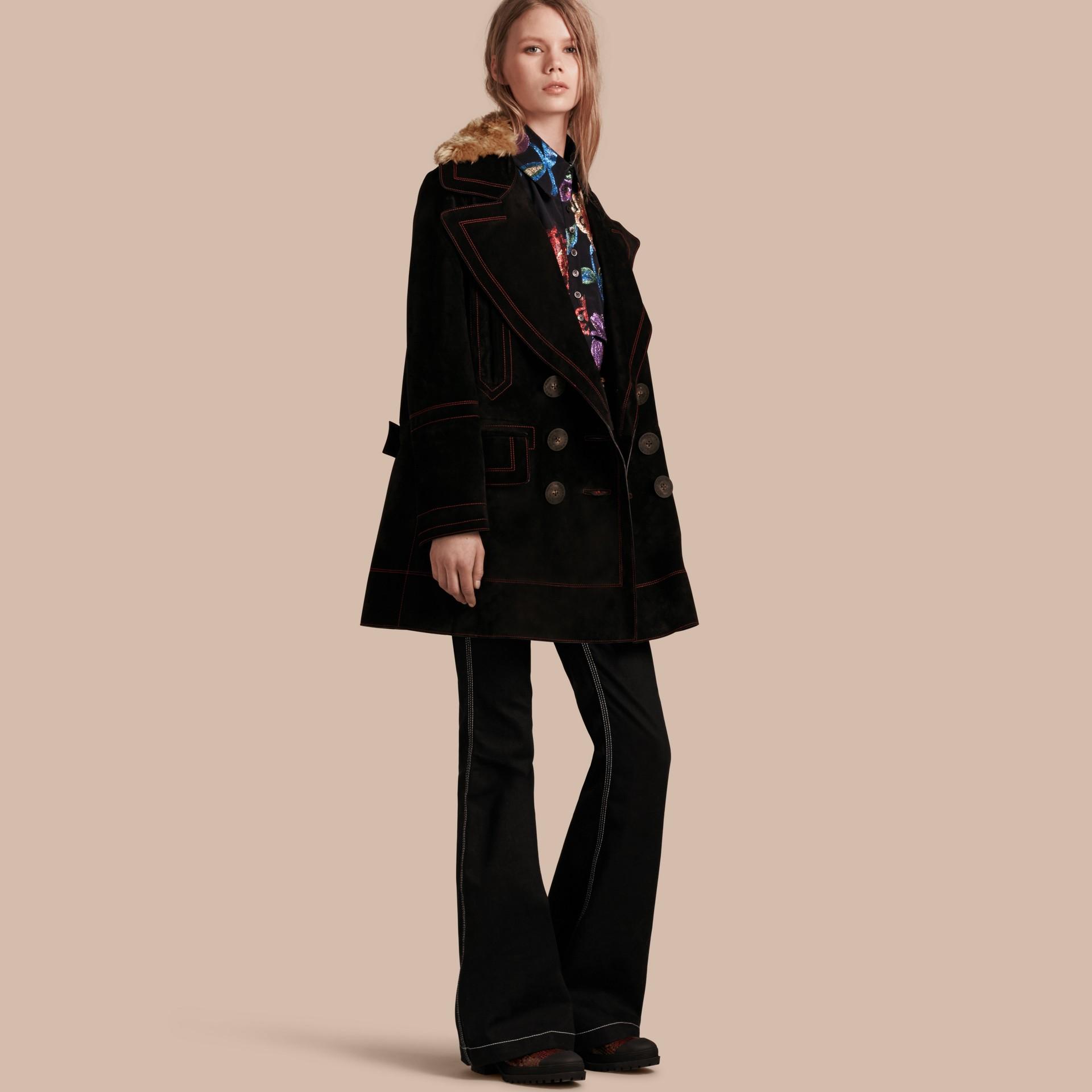 Nero Pea coat in pelle scamosciata con sopracollo in shearling - immagine della galleria 1