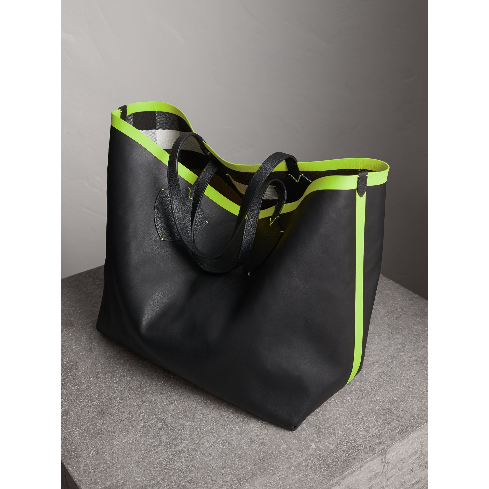 The Giant Reversible Tote in Canvas Check and Leather in Black/neon Yellow | Burberry Australia - gallery image 6