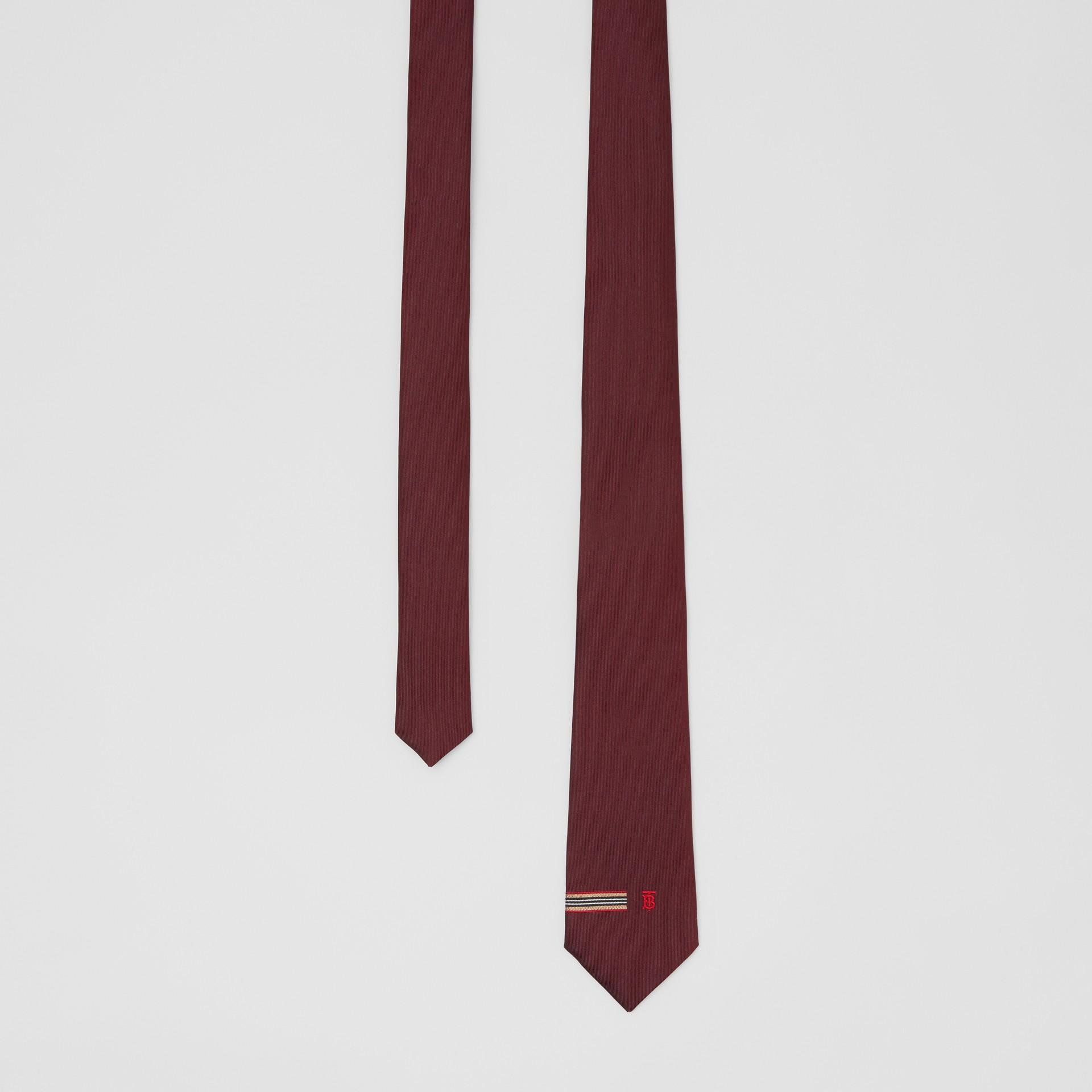 Corbata de pala clásica en seda con detalle a rayas Icon Stripe y monograma (Granate) - Hombre | Burberry - imagen de la galería 0