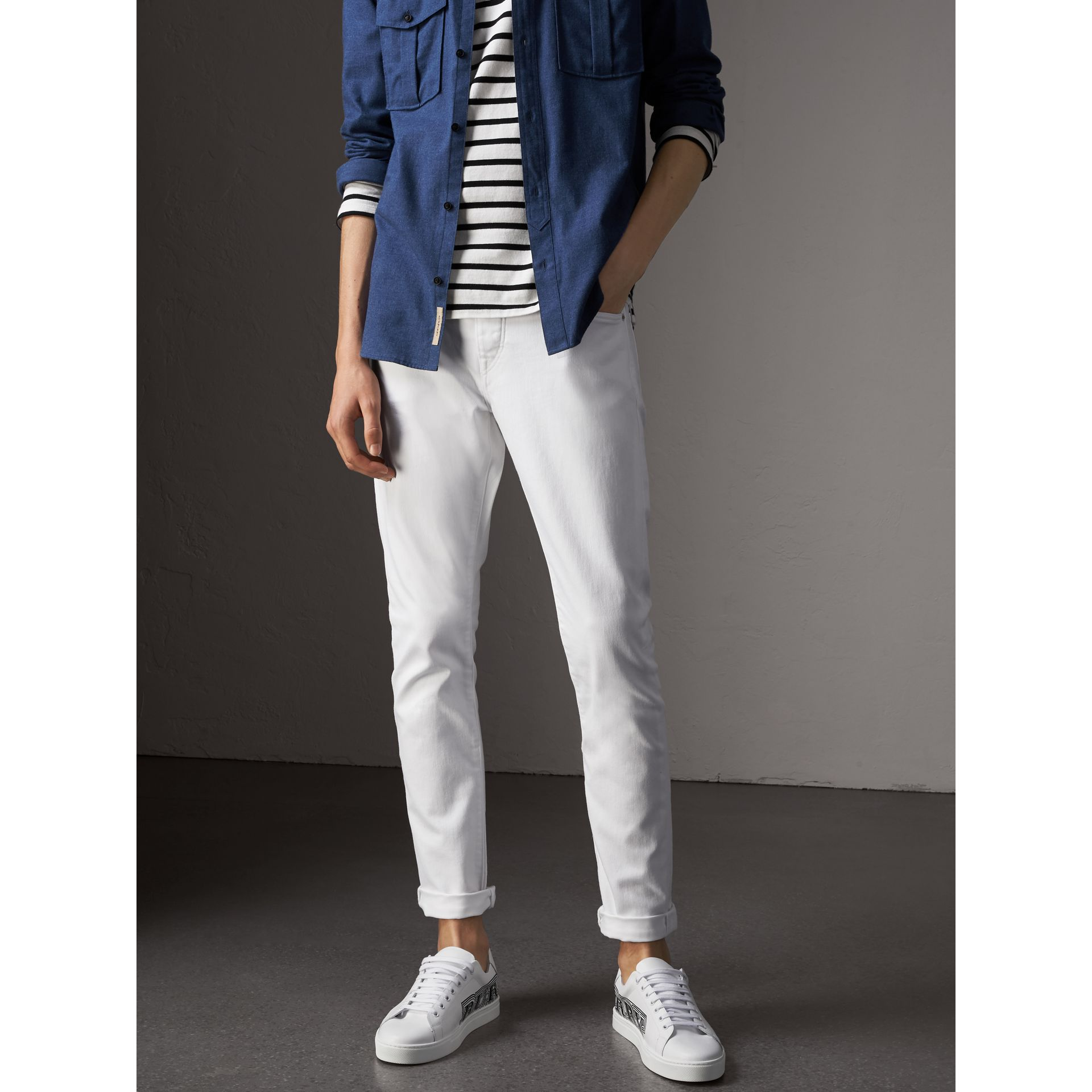 Jean stretch de coupe droite en denim japonais (White) - Homme | Burberry - photo de la galerie 6