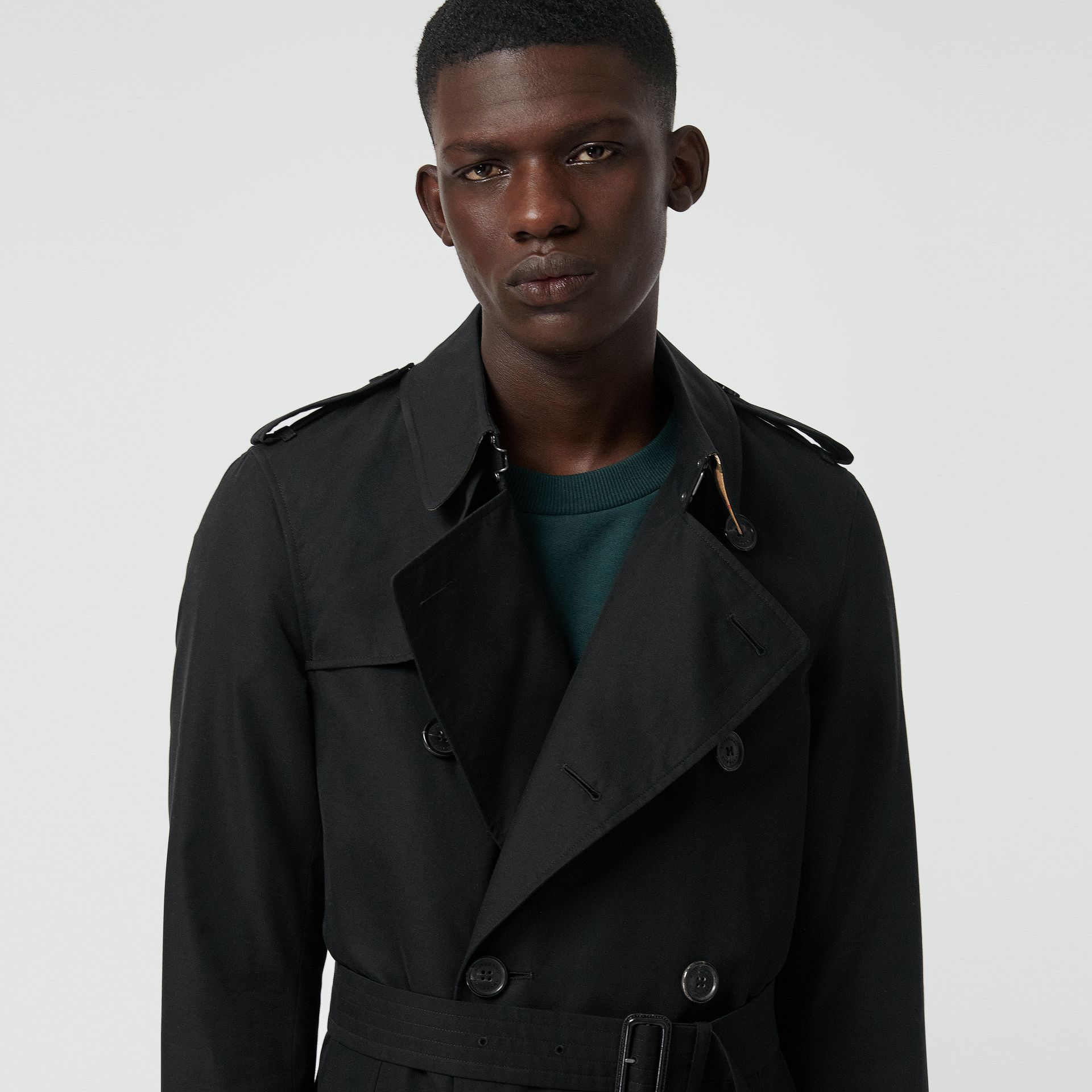 The Long Chelsea Heritage Trench Coat in Black - Men | Burberry - gallery image 5