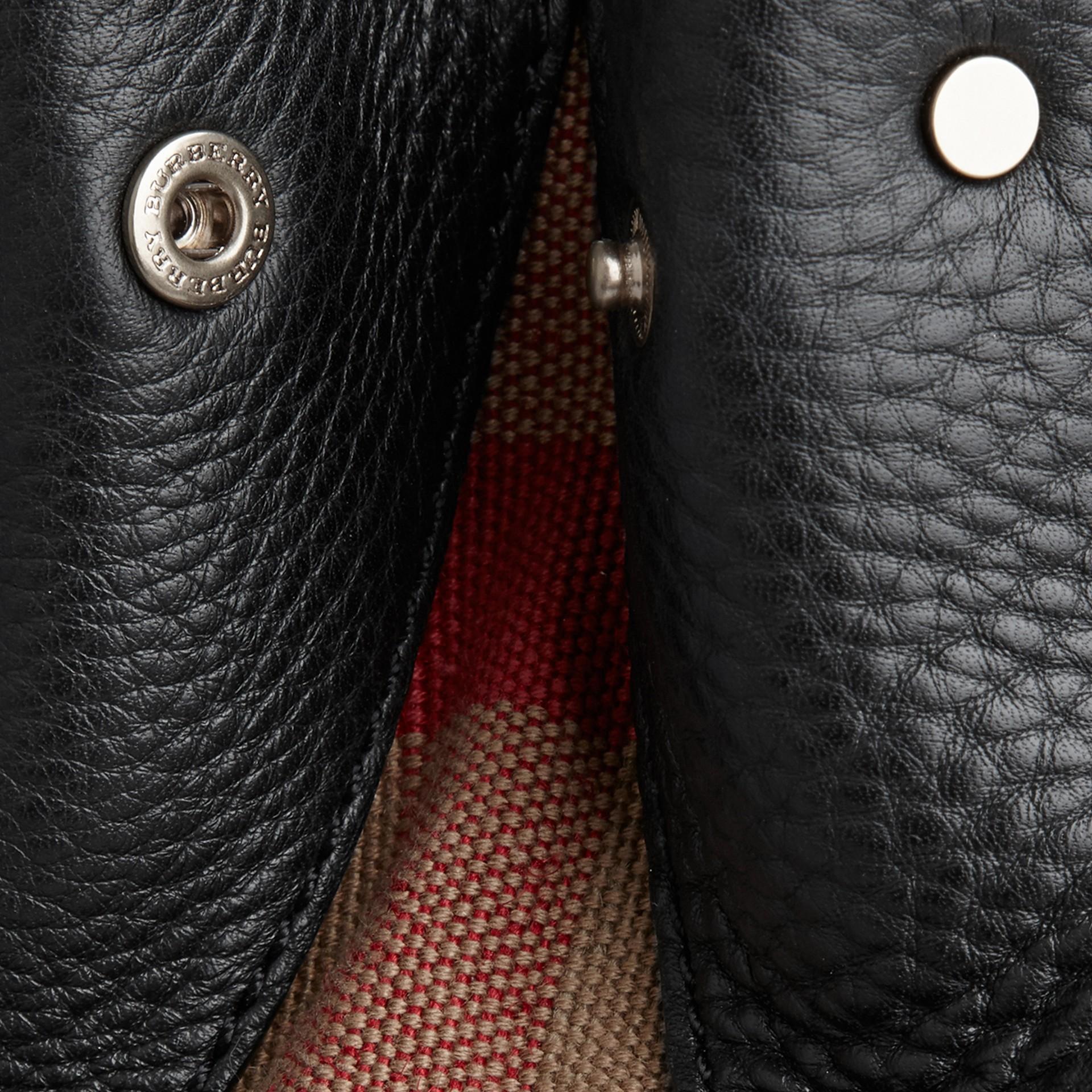 Nero Borsa tote piccola in pelle con dettaglio motivo check Nero - immagine della galleria 9