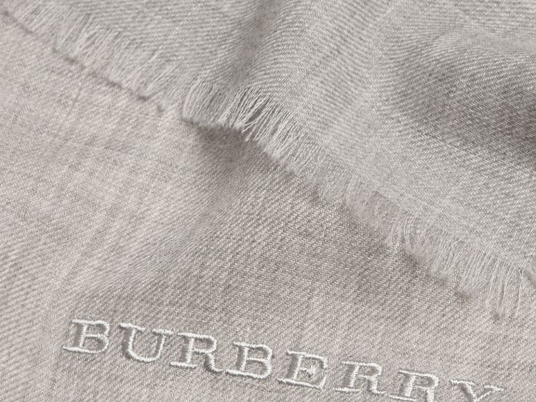 Pale grey The Lightweight Cashmere Scarf Pale Grey - cell image 4