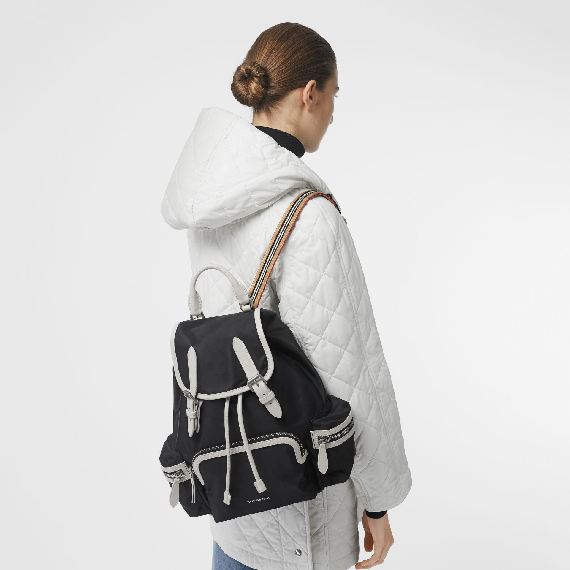 Sac The Rucksack moyen en nylon technique et cuir (Noir) - Femme | Burberry - photo de la galerie 2