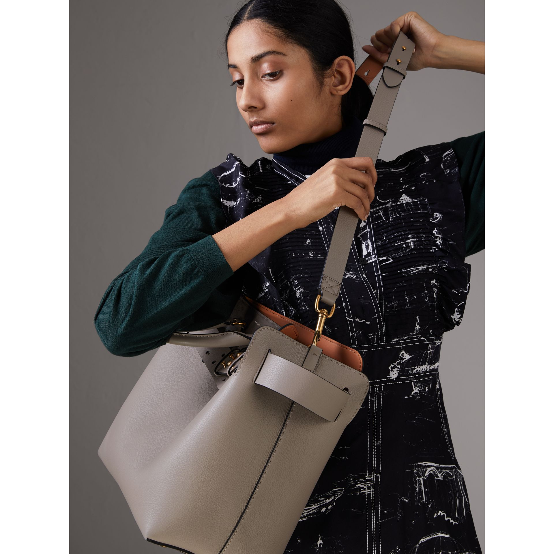 The Medium Leather Belt Bag in Mineral Grey - Women | Burberry Hong Kong - gallery image 7