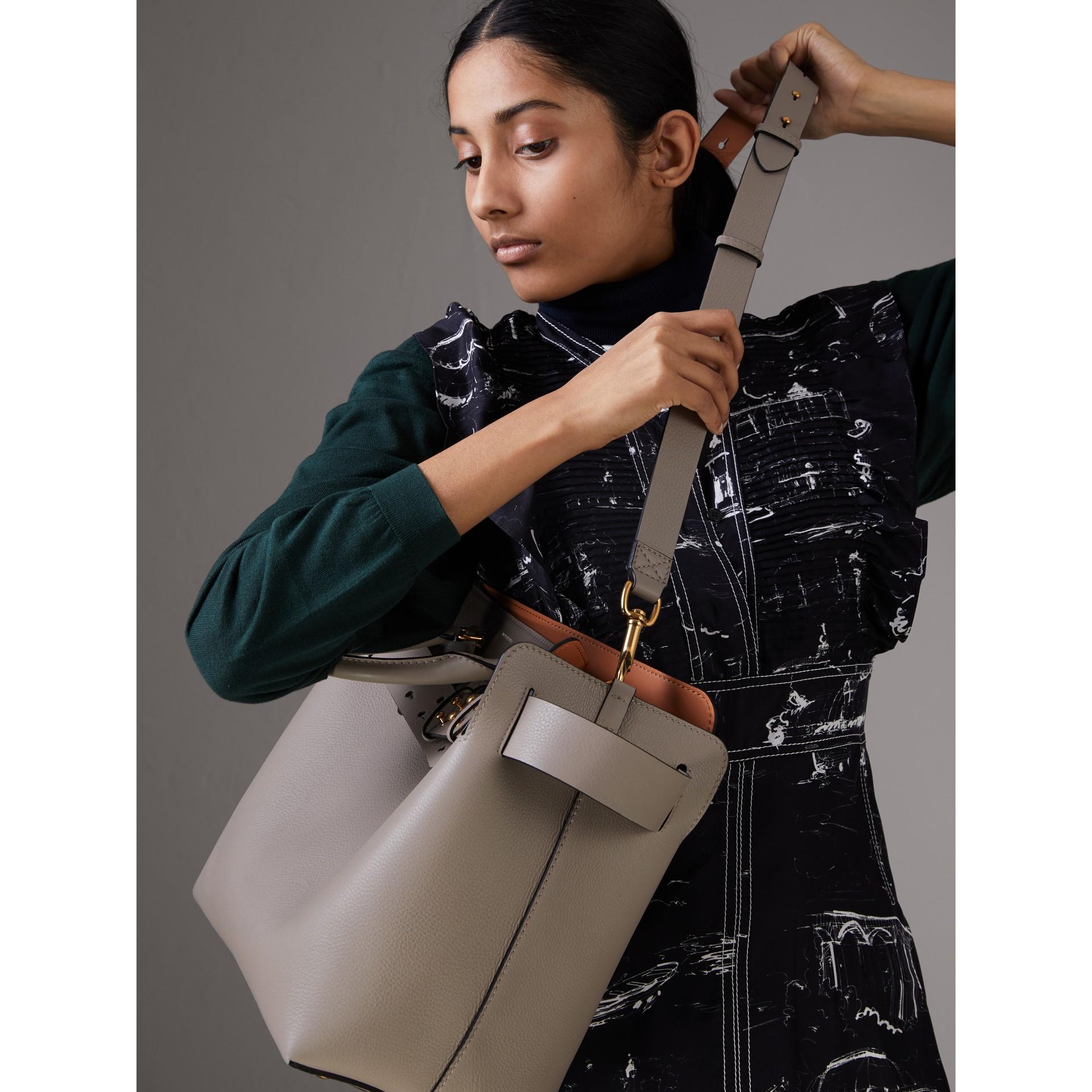 Bolsa Belt em couro - Média (Cinza Mineral) - Mulheres | Burberry - galeria de imagens 7