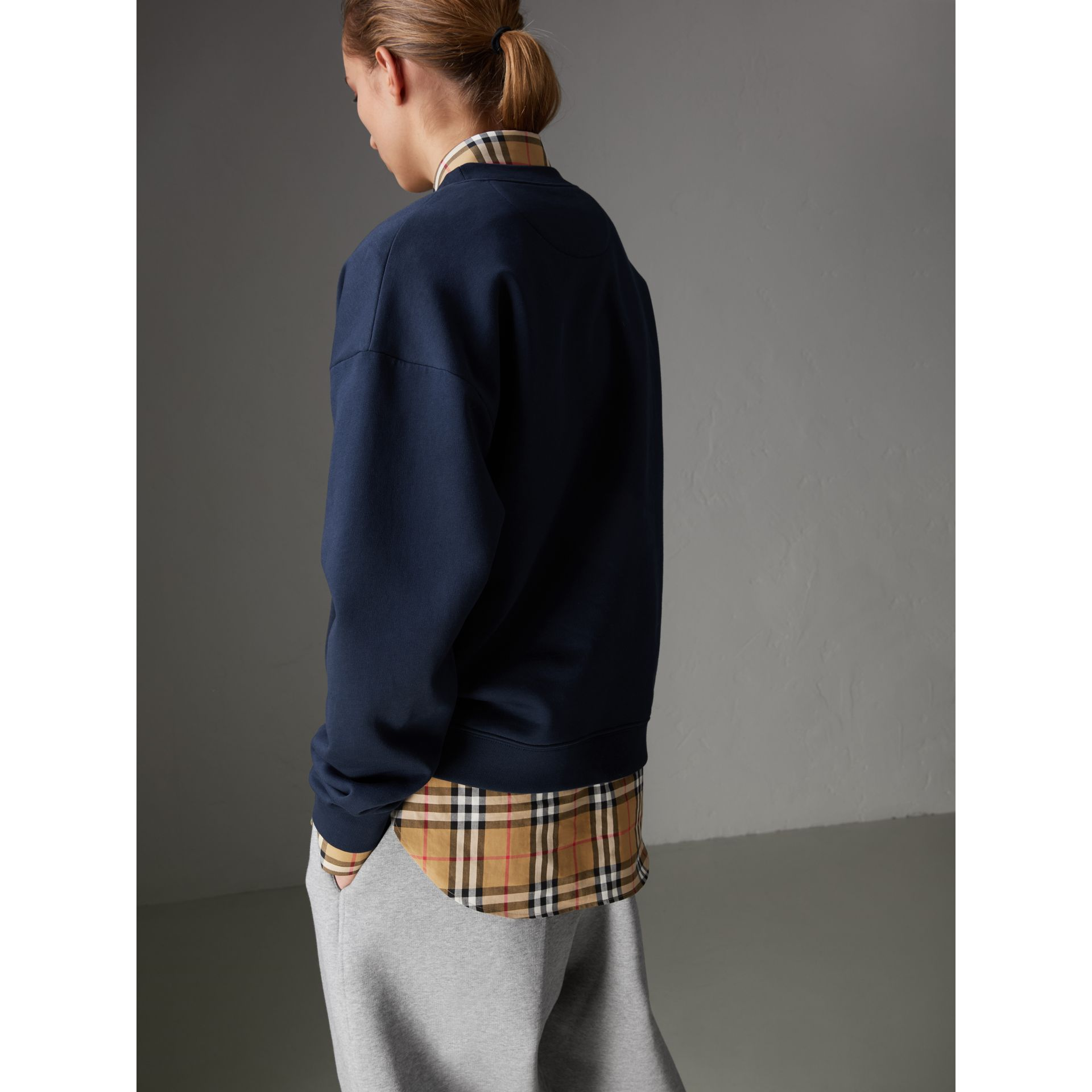 Sweat-shirt en jersey revisité (Bleu Marine) - Femme | Burberry - photo de la galerie 2