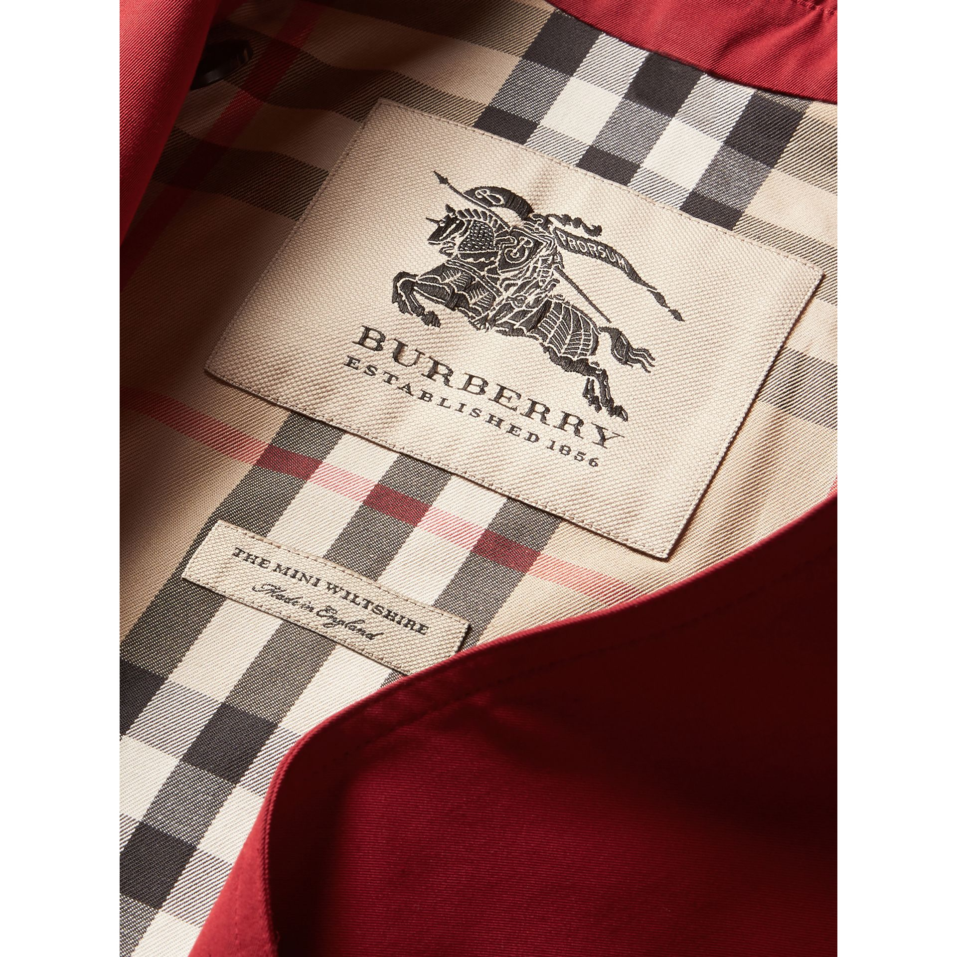 The Wiltshire – Heritage Trench Coat in Parade Red | Burberry United Kingdom - gallery image 6