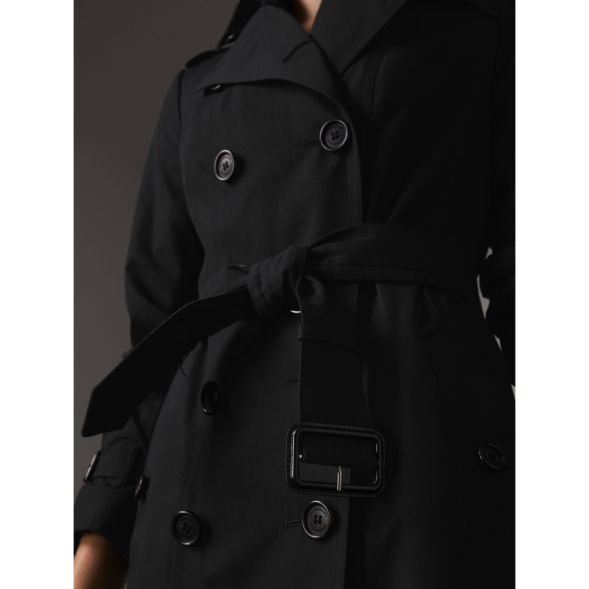 The Sandringham – Extra-long Trench Coat in Black - Women | Burberry Hong Kong - gallery image 4