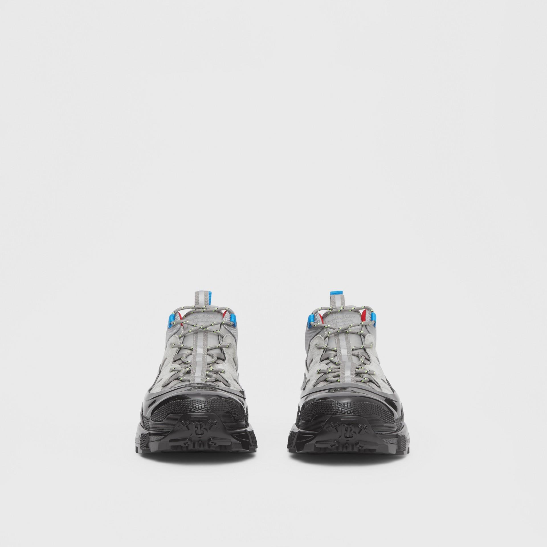 尼龍及麂皮 Arthur 運動鞋 (灰藍色) | Burberry - 圖庫照片 3