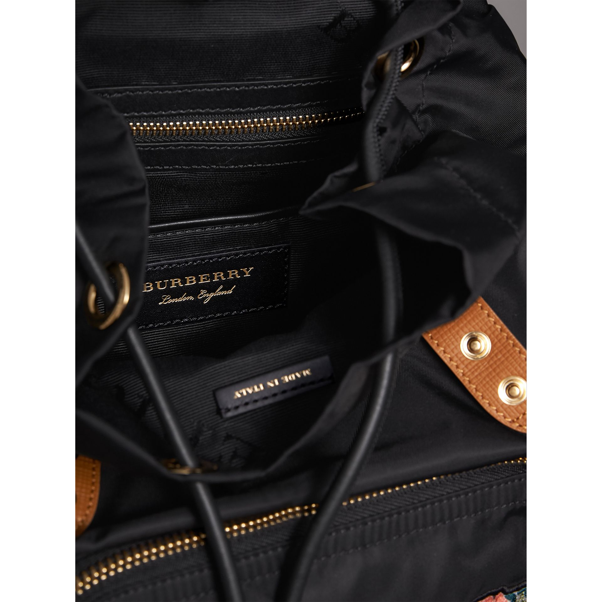 Sac The Rucksack medium en nylon technique avec appliqué à motif Pallas Heads (Noir) - Femme | Burberry - photo de la galerie 5
