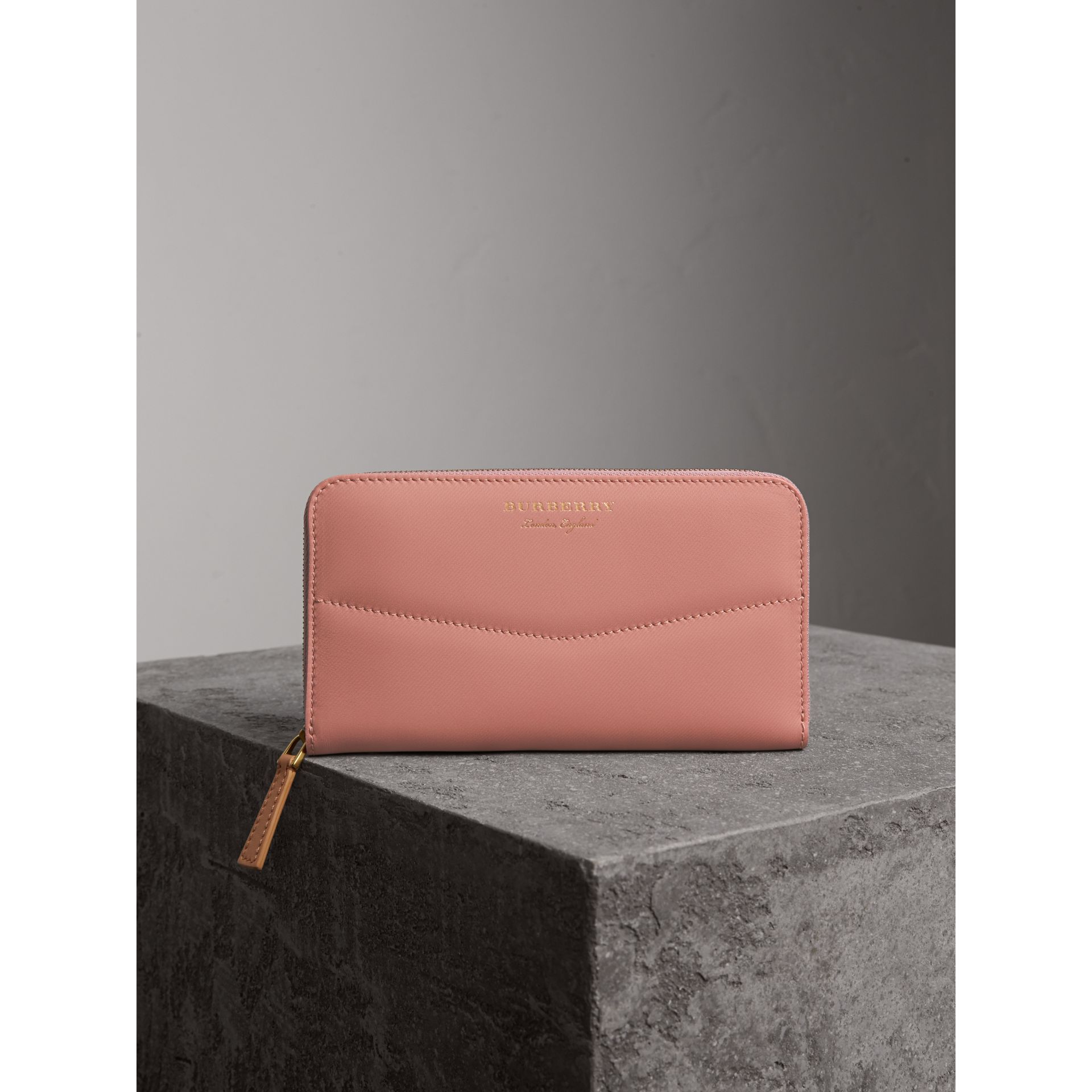 Two-tone Trench Leather Ziparound Wallet in Ash Rose/pale Clementine - Women | Burberry Canada - gallery image 5