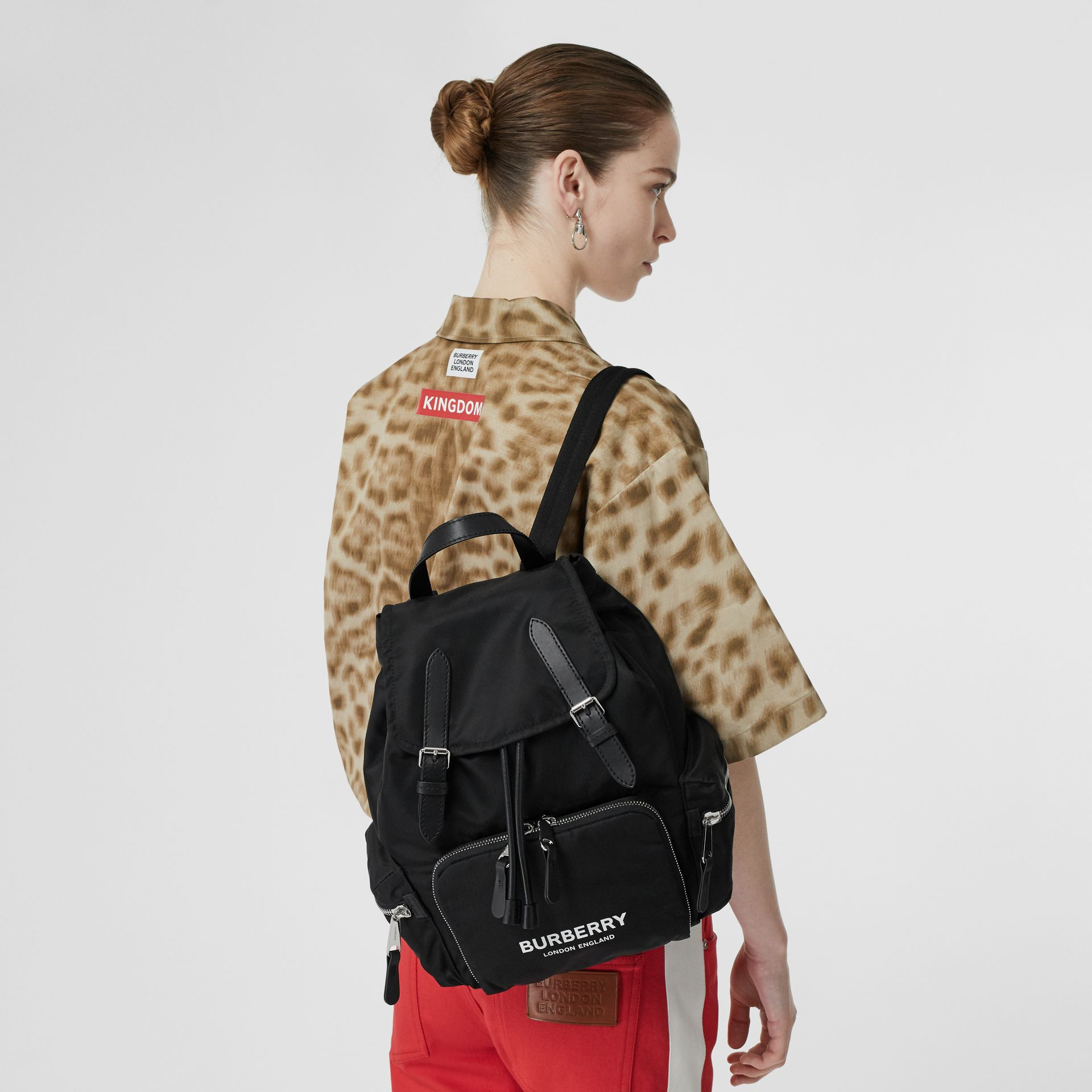 Sac The Rucksack moyen en nylon technique et cuir (Noir) - Femme | Burberry Canada - photo de la galerie 2