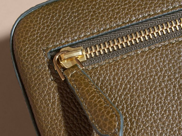 Olive green Grainy Leather Washbag Olive Green - cell image 4