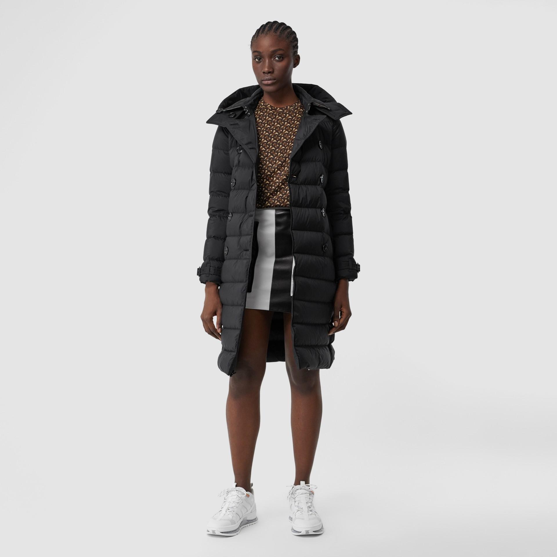 可拆式連帽羽絨大衣 (黑色) - 女款   Burberry - 圖庫照片 0
