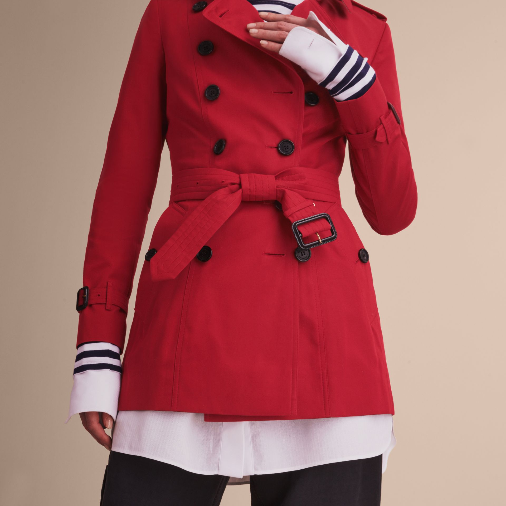 The Chelsea – Short Heritage Trench Coat in Parade Red - Women | Burberry - gallery image 5