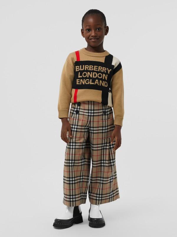 Suéter de lã com listras icônicas e logotipo em intársia (Bege Clássico) | Burberry - cell image 2
