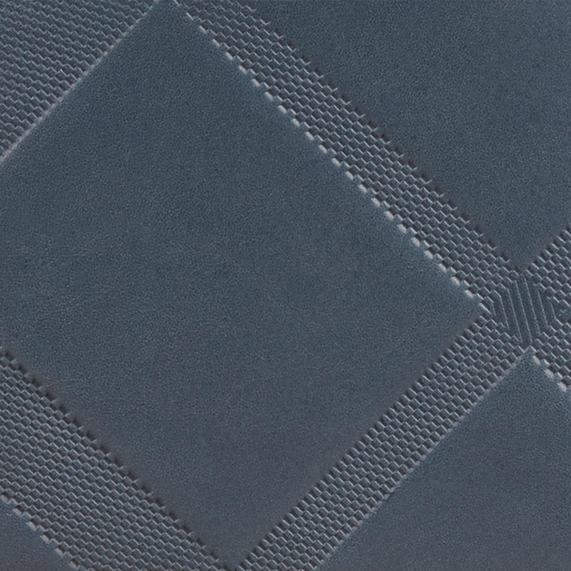 Blu acciaio Portafoglio a libro in pelle con motivo check in rilievo Blu Acciaio - immagine della galleria 2