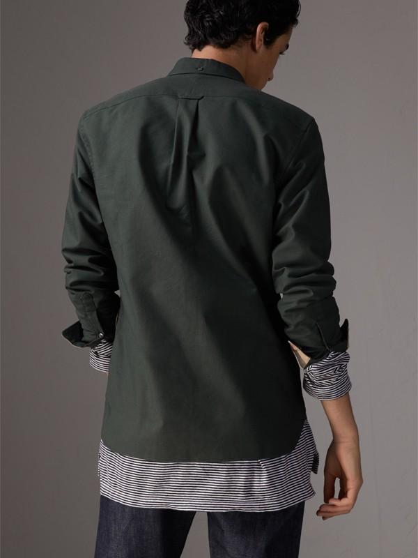 Camicia Oxford in cotone con dettagli tartan (Verde Foresta Scuro) - Uomo | Burberry - cell image 2