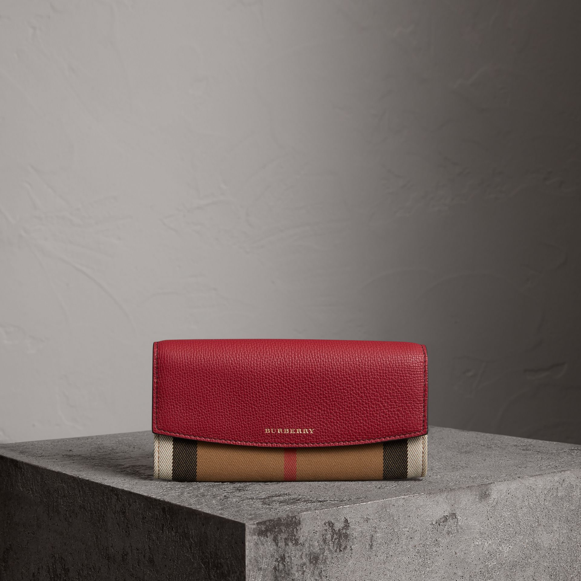 Portefeuille continental en coton House check et cuir (Rouge Feuille Morte) - Femme | Burberry Canada - photo de la galerie 0