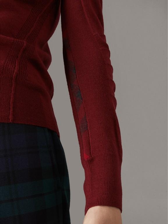 Suéter de lã Merino com decote em V e detalhe xadrez (Vermelho Borgonha) - Homens | Burberry - cell image 1