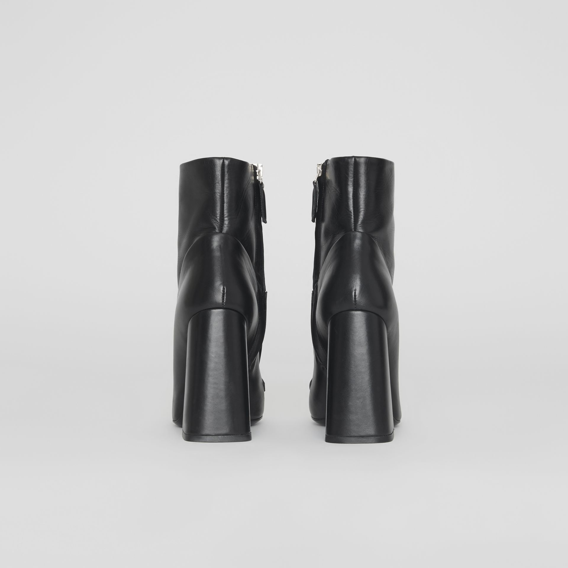 Bottines en cuir avec bride cloutée (Noir) - Femme | Burberry Canada - photo de la galerie 3