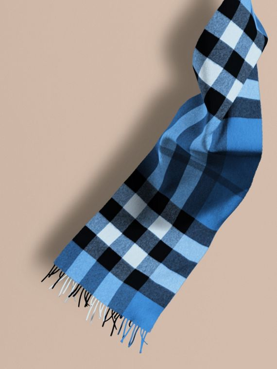 The Large Classic Cashmere Scarf in Check Bright Cornflower Blue