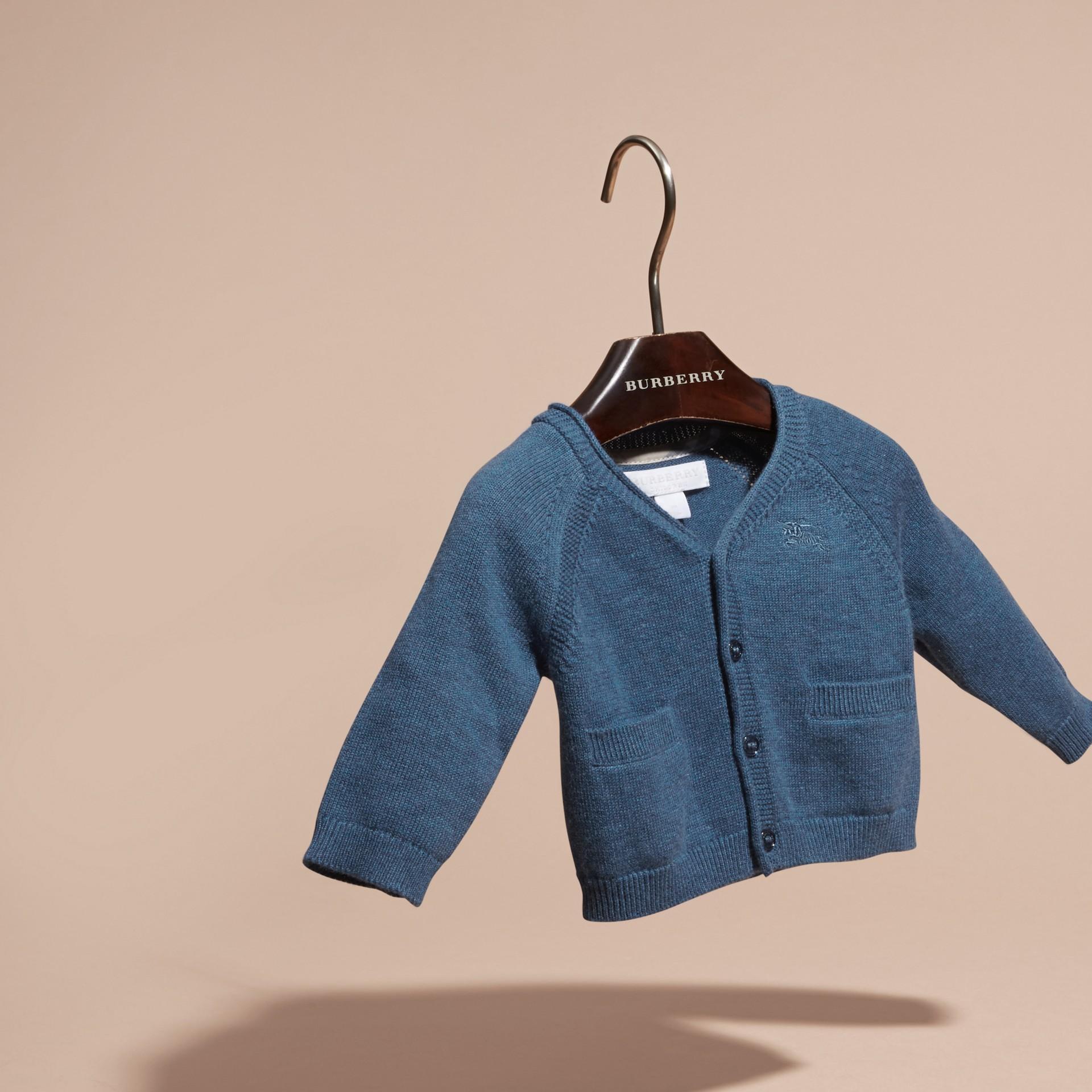 Blu acciaio intenso Cardigan in cashmere e cotone con scollo a V Blu Acciaio Intenso - immagine della galleria 3