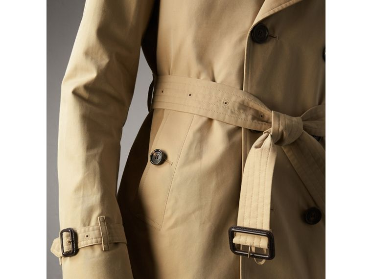 The Kensington – Short Heritage Trench Coat in Honey - Men | Burberry - cell image 4