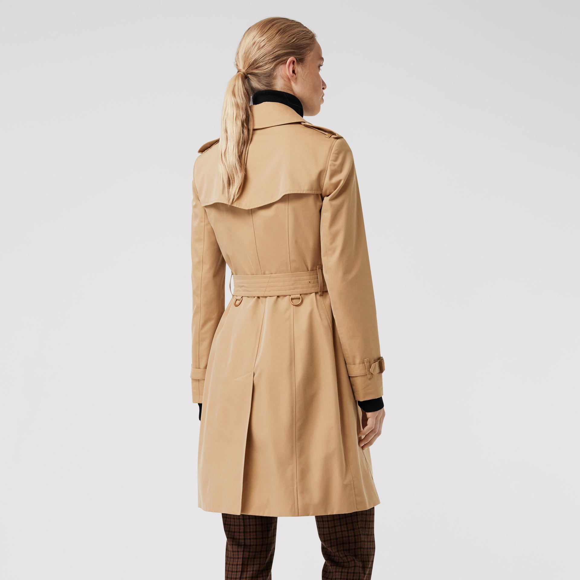 Trench coat Heritage The Chelsea (Miele) - Donna | Burberry - immagine della galleria 2