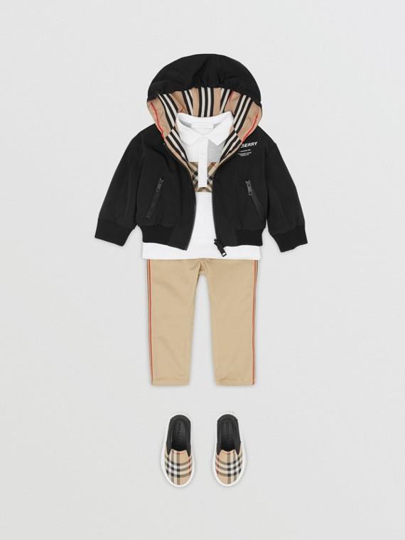 Wendbare Jacke mit Kapuze und Streifen (Schwarz)