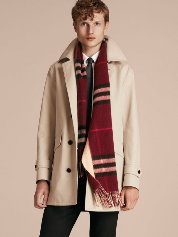 Reversible Check Cashmere and Block-colour Scarf in Claret | Burberry Canada - cell image 3