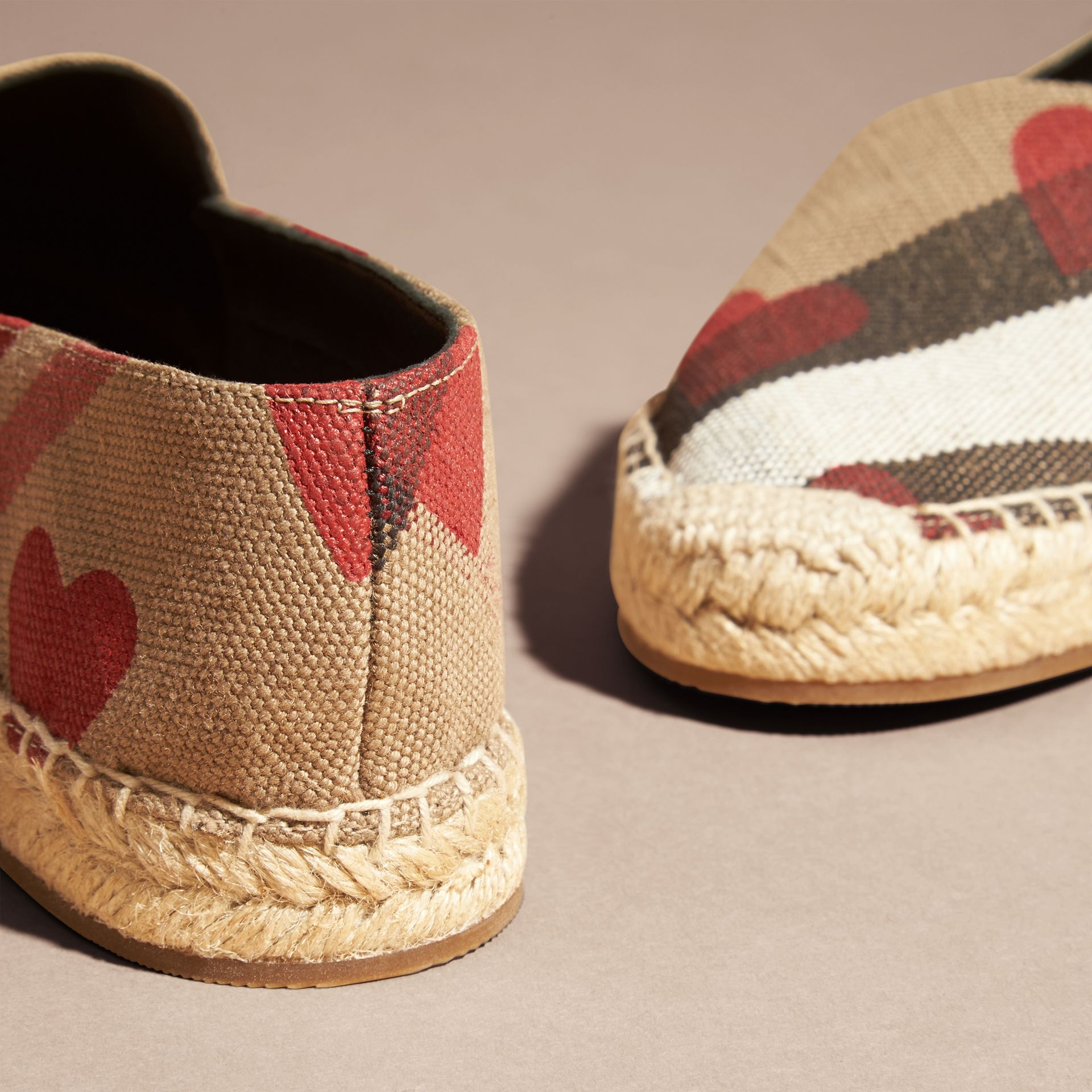House check/rouge parade Espadrilles à motif Canvas check et imprimé à cœurs - photo de la galerie 4
