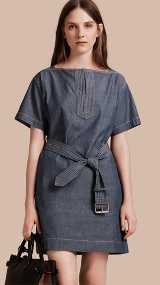Robe à manches courtes en chambray de coton avec ceinture
