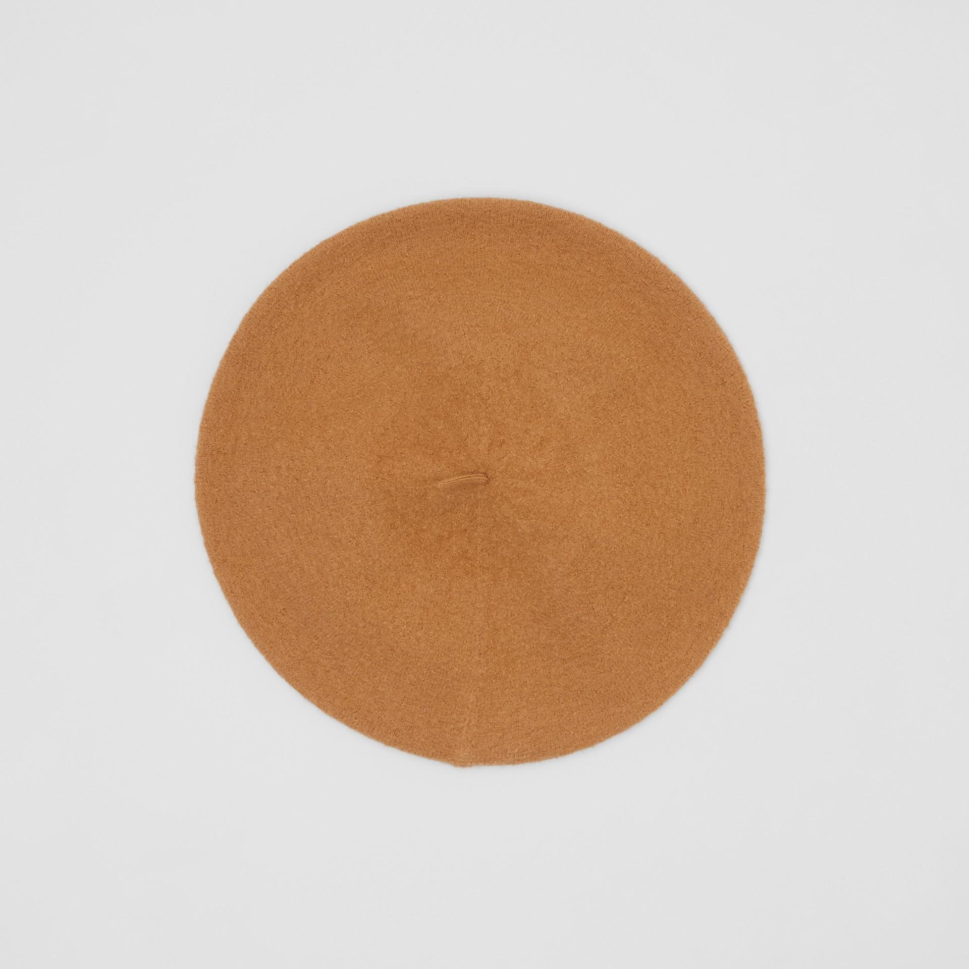 Boina de lã merino com logotipo gráfico (Amêndoa Queimada) | Burberry - galeria de imagens 0