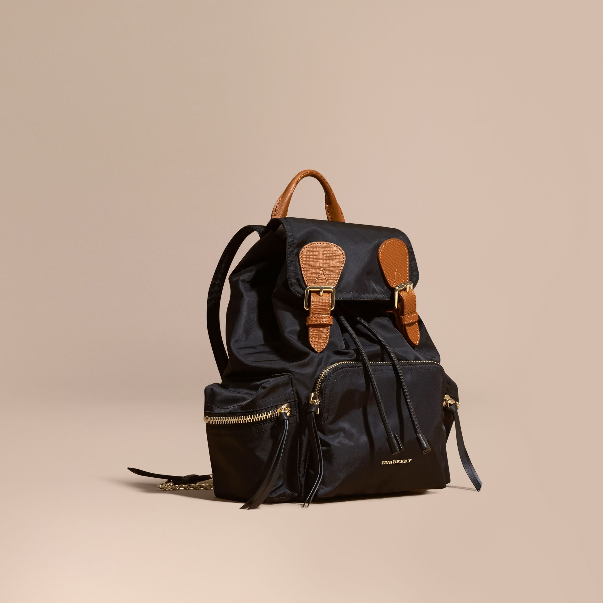 Sac The Rucksack moyen en nylon technique et cuir (Noir) - Femme | Burberry - photo de la galerie 1
