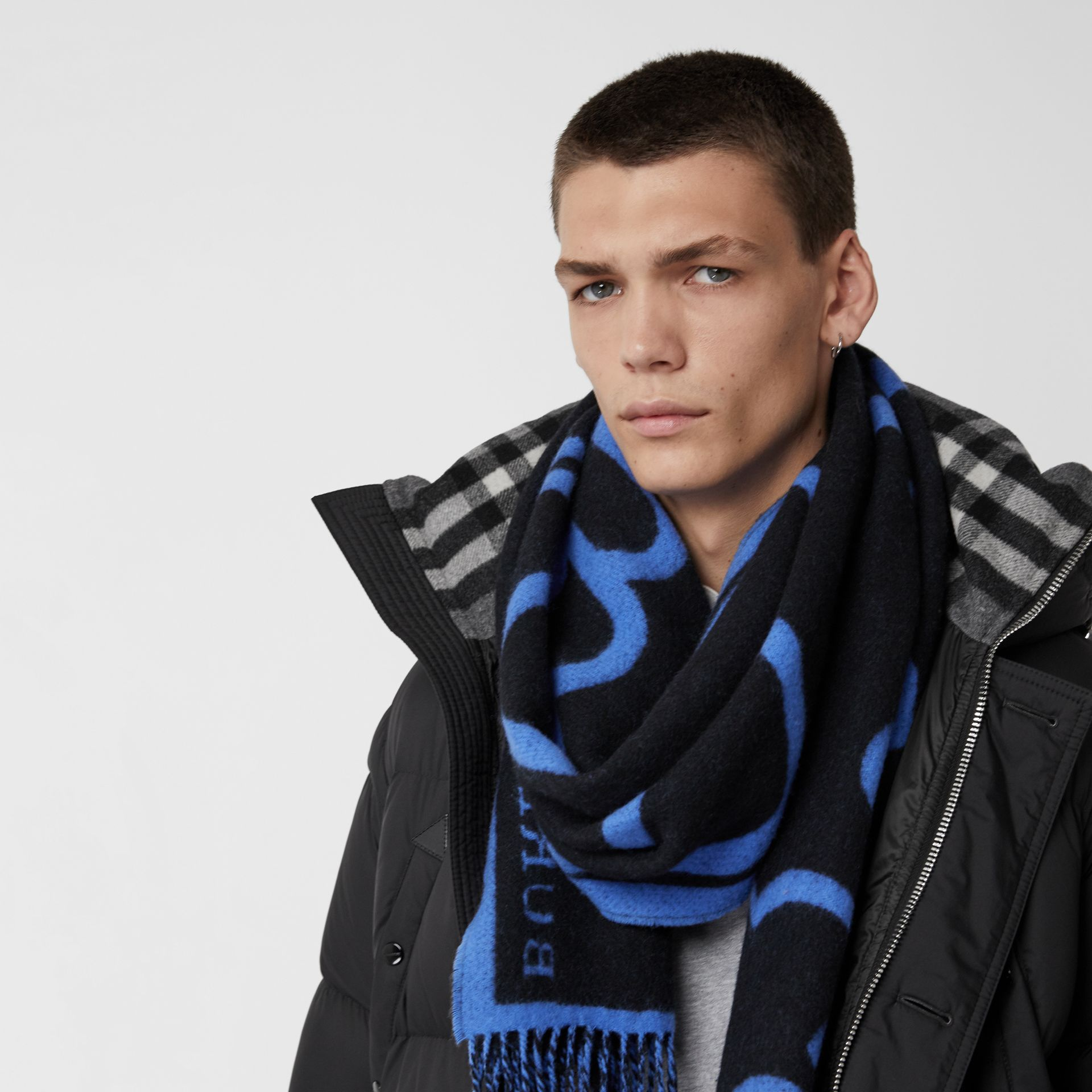London Street Art Wool Cashmere Jacquard Scarf in Indigo Blue | Burberry - gallery image 4