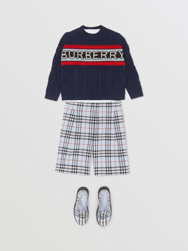 Jersey en punto trenzado de lana y cachemir con panel de logotipo (Azul Marino) | Burberry - cell image 2