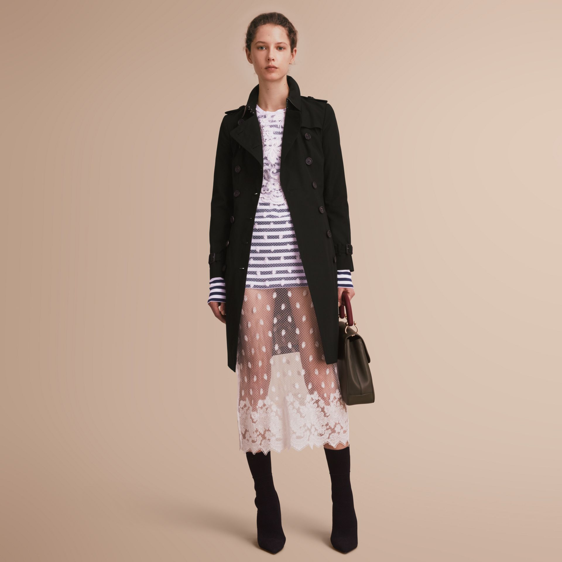 The Chelsea – Long Heritage Trench Coat in Black - Women | Burberry - gallery image 7