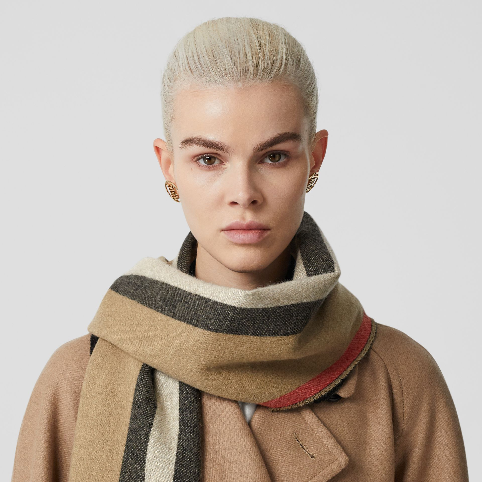 Reversible Icon Stripe Cashmere Scarf in Archive Beige | Burberry Canada - gallery image 2