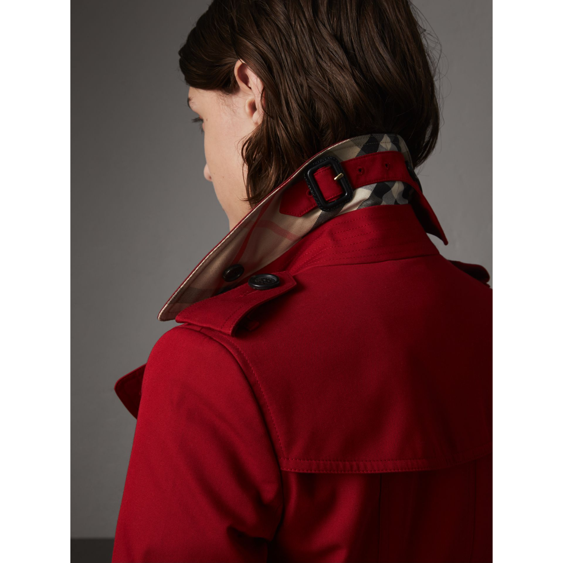 The Chelsea – Short Trench Coat in Parade Red - Women | Burberry Australia - gallery image 2
